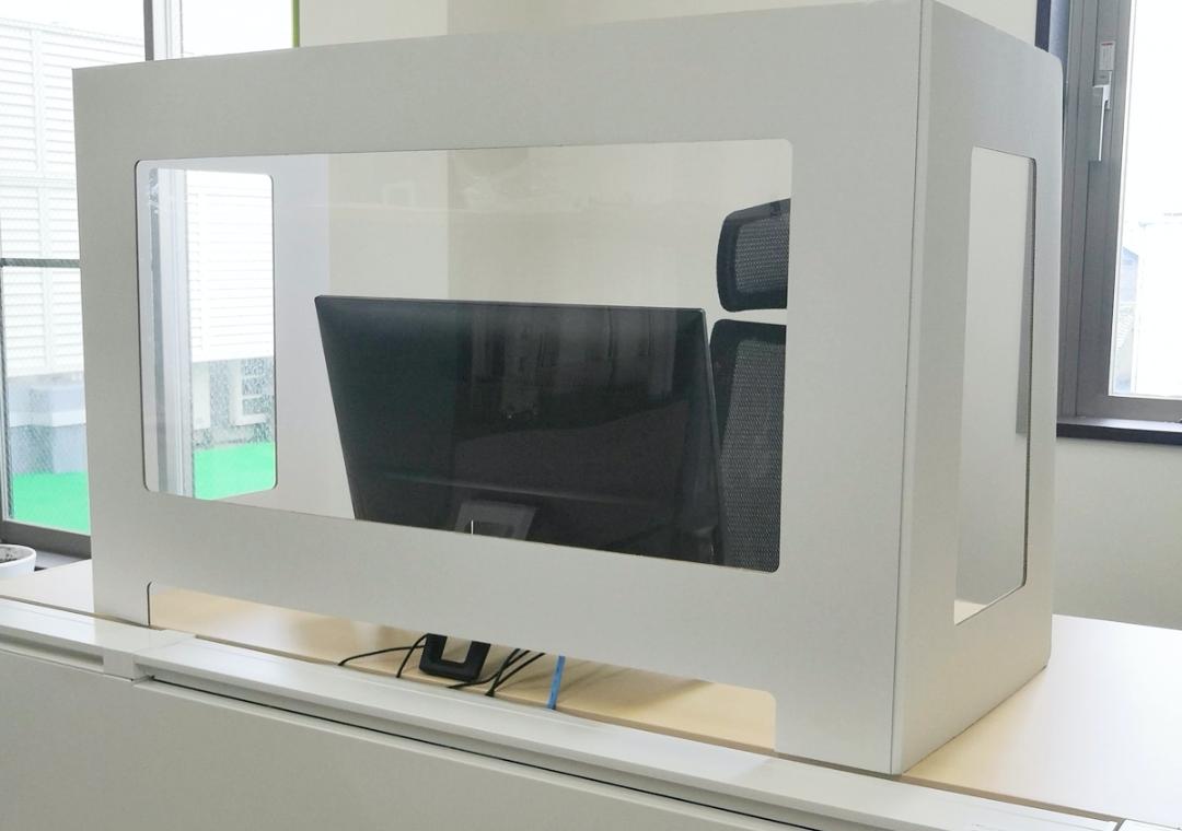 3面窓付きデスク用パーテーション商品販売開始のサムネイル